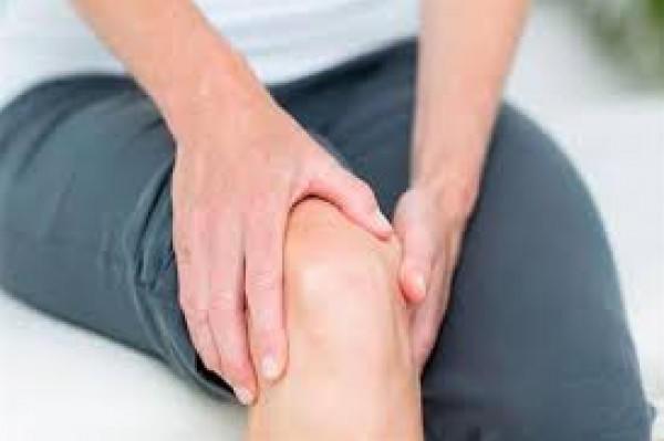 5 حركات خاطئة تهدد صحة الركبتين بسن مبكرة