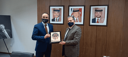 بحث سبل التعاون بين عمان العربية والحسين التقنية