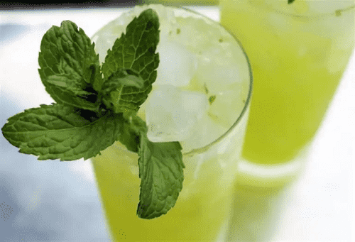 7 فوائد خارقة لعصير النعناع المجفّف