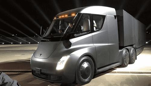 أول ظهور لنموذج شاحنة تسلا الكهربائية - فيديو