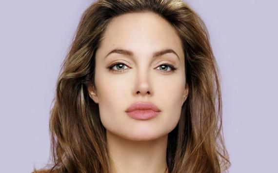 أنجلينا جولي تبيع لوحة نادرة تلقتها من براد بيت