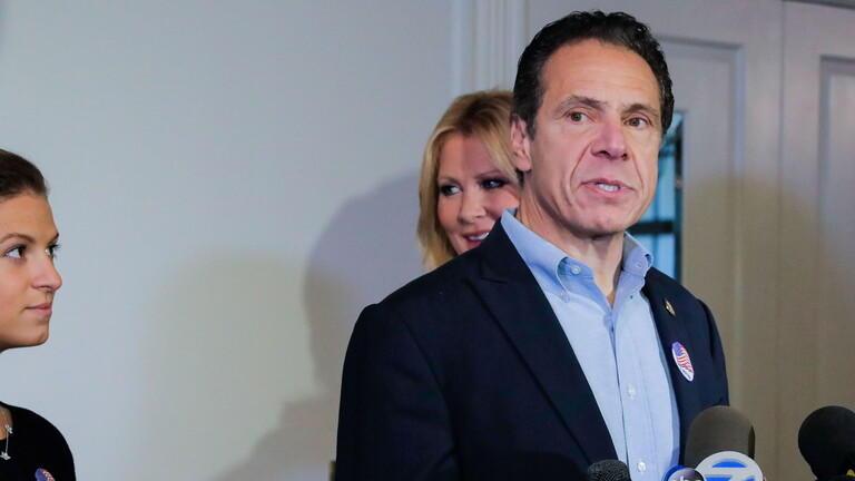 حاكم نيويورك يعتذر مجددا بعد اتهامه بالتحرش