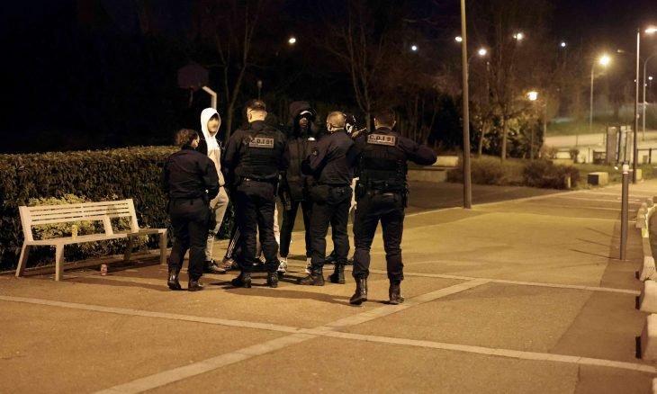 عراقية فقدت جنينها بعد توقيفها تقدم شكوى ضد الشرطة الفرنسية