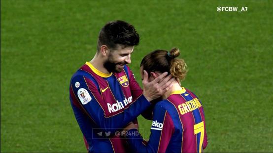 برشلونة يعلن تفاصيل إصابة بيكيه
