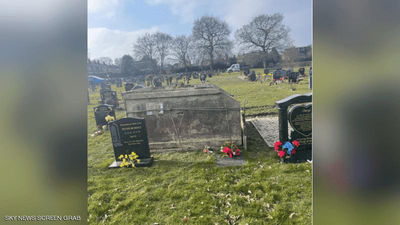 بريطانية ذهبت إلى قبر أمها.. فكانت المفاجأة الصاعقة