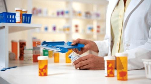عيادات المستشفيات تستقبل المرضى لصرف الادوية المزمنة