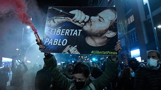 استمرار الاحتجاجات في إسبانيا على اعتقال مغني راب ببرشلونة