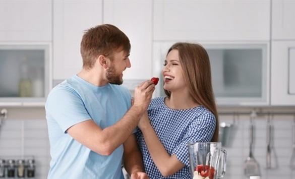 7 طرق لتجعلي زوجك مغرما بكِ