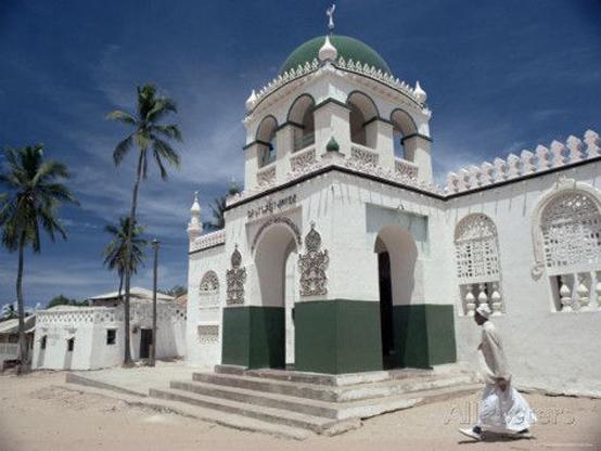 غضب بسبب قميص مغني راب عليه صورة مسجد