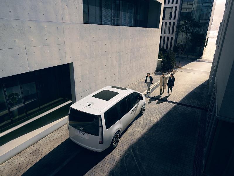 هيونداي تطلق طراز ستاريا الجديد لتعزز مستقبل النقل بأعلى معايير السلامة