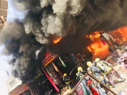 إخماد حريق محلات ألبسة في العقبة