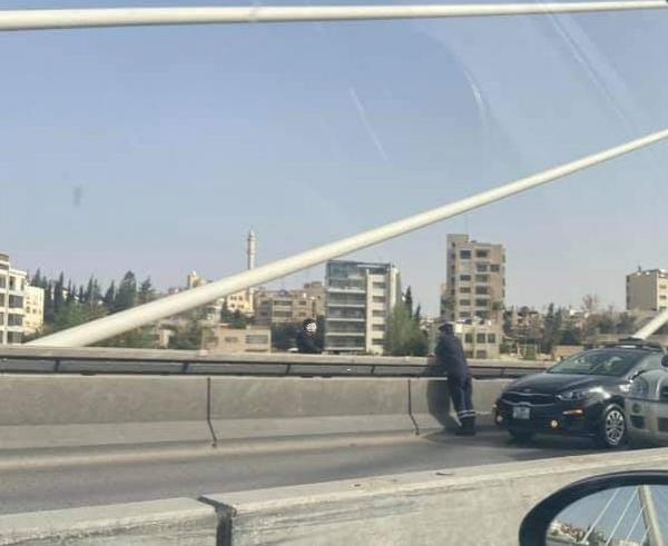 ثني عشريني عن الانتحار من جسر عبدون