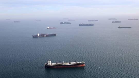 تصادم ناقلة نفط وسفينة شحن قبالة الفلبين - فيديو