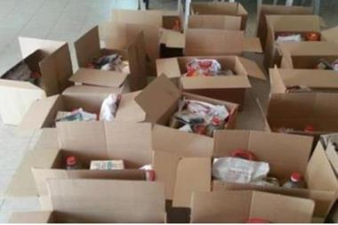 طرود غذائية للأسر المتأثرة بأزمة كورونا في الكرك