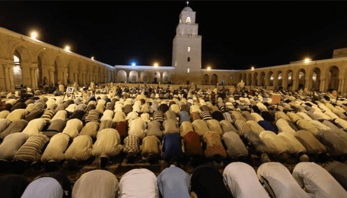 تونس تمنع إقامة صلاة التراويح بالمساجد
