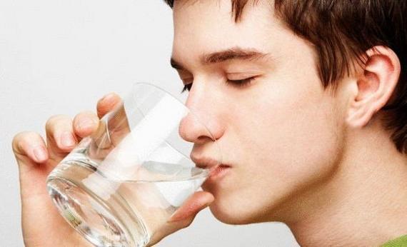 طبيبة تكشف فائدة الماء أثناء الإصابة بكورونا