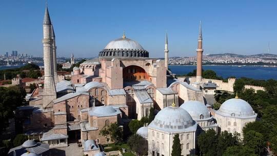 إمام مسجد آيا صوفيا يستقيل من منصبه