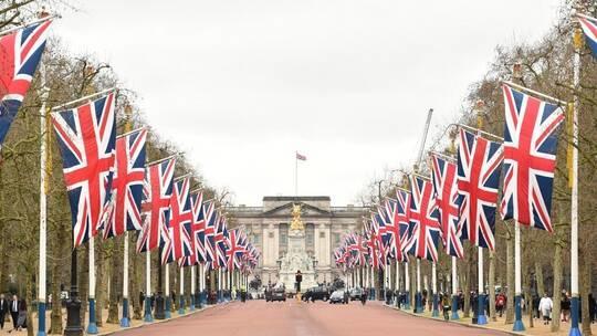 بريطانيا تخفف قيود الإغلاق