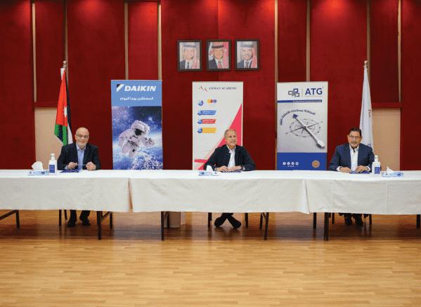 اكاديمية عمان توقع مشروع التكييف المركزي