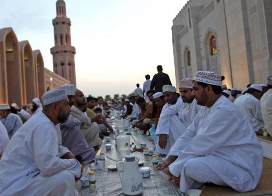 سلطنة عُمان: رمضان الاربعاء
