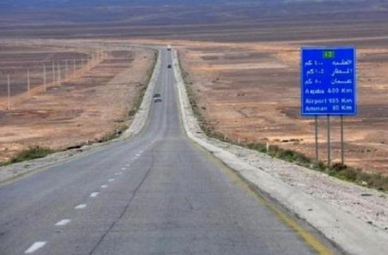 18 إصابة بحادث على الطريق الصحراوي