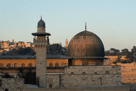 الاحتلال يعطل مآذن المسجد الأقصى
