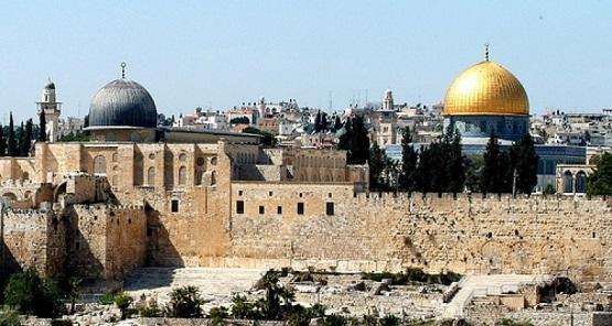 مفتي القدس يدعو لإنقاذ الأقصى