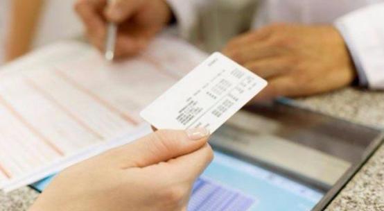 اعتبار بطاقات التأمين الصحّي مجددة تلقائيّاً