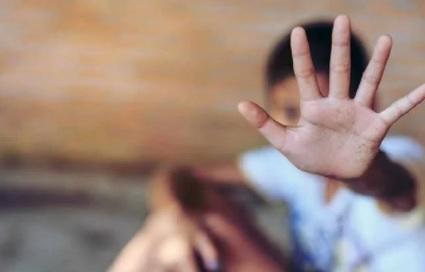 مصري يعذب طفله صعقا بالكهرباء حتى الموت