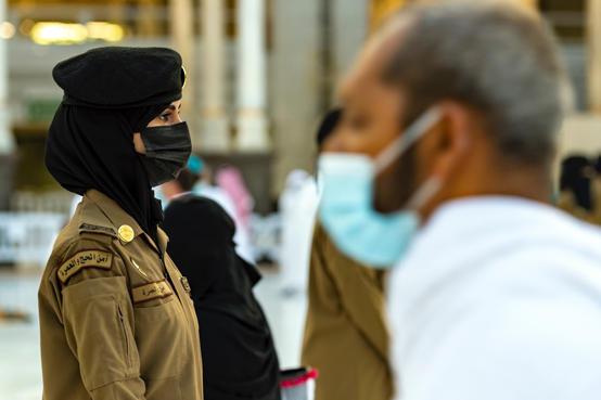 جدل بسبب صور امن نسائي في الحرم المكي