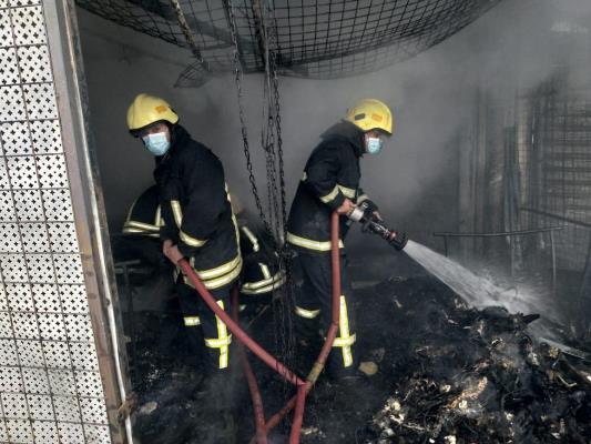 إخماد حريق عدد من محلات الألبسة بالزرقاء