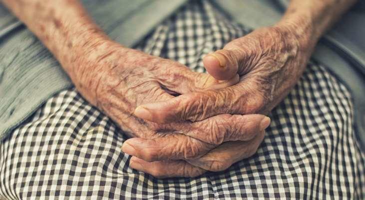 مسنة أردنية مصابة بالسرطان تناشد أهل الخير لسداد ديون أدويتها