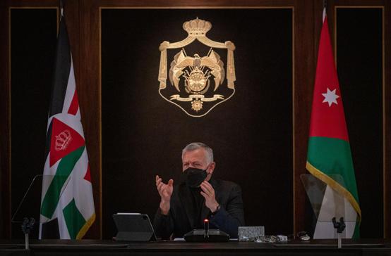 الملك يؤكد ضرورة تخفيف الحظر لتحريك الاقتصاد