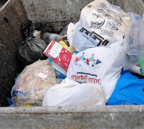 تعطل الضاغطات يؤخر جمع النفايات في العقبة