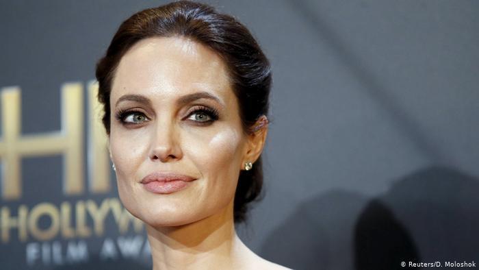 أنجلينا جولي تكشف سبب تركها للإخراج