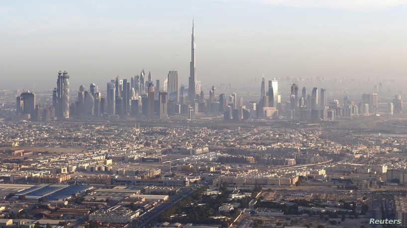 الإمارات تحذر من احتمال تقييد حركة غير المطعمين