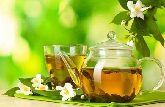 فوائد الشاي الأخضر للتخفيف من ألم البطن