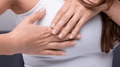 علامات الإصابة ب سرطان الثدى أنتبهى إليها