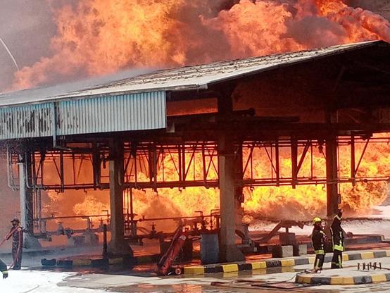 المصفاة: حريق محدود في منصة تحميل بالعقبة - صور
