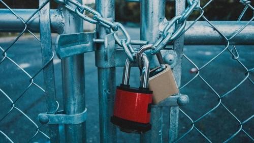 إغلاق منشأة سياحية وإنذار ومخالفة 16 أخرى