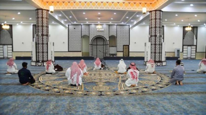السعودية: جمع صلاتي التراويح والقيام مع العشاء