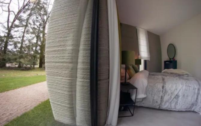 زوجان ينتقلان إلى أول منزل 3D في أوروبا