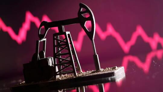 النفط يصعد أكثر من 1%