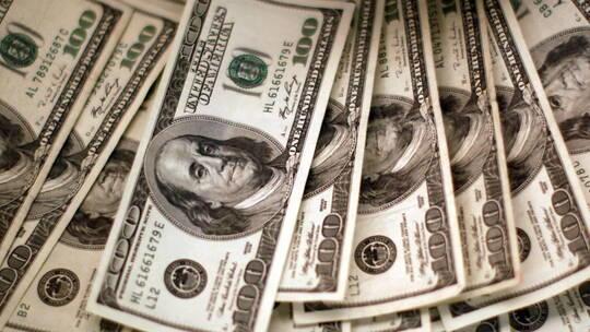 بيانات أميركية مخيبة للآمال تدفع الدولار للهبوط