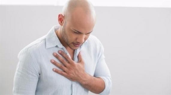طبيب يحذر من عواقب ضيق التنفس