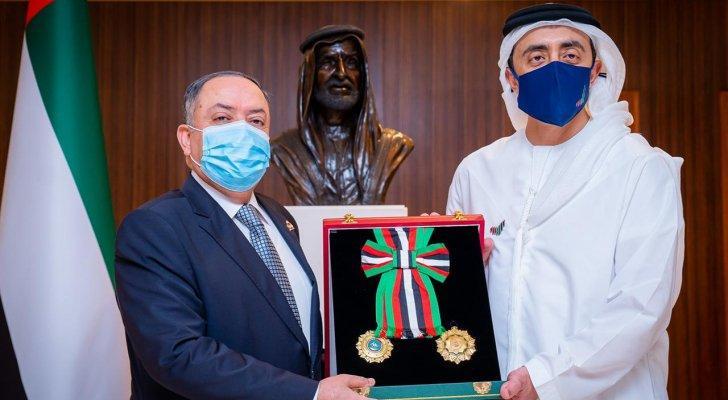 الإمارات تقلد السفير الأردني وسام الاستقلال من الطبقة الأولى