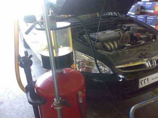 أيهما أفضل لعمل المحرك.. شفط الزيت أم تصريفه؟