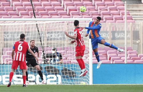 برشلونة وأتلتيكو يتعادلان لصالح ريال مدريد