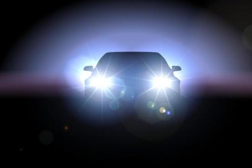 هل تعلم ما سبب ألم العيون من أضواء السيارات الساطعة