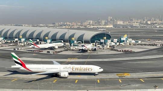 الإمارات تعلق دخول القادمين من 4 دول